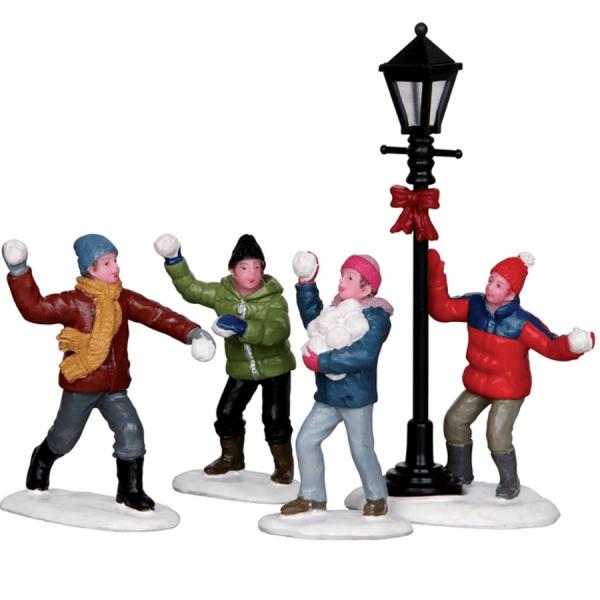 snowball-fight-lemax-32133